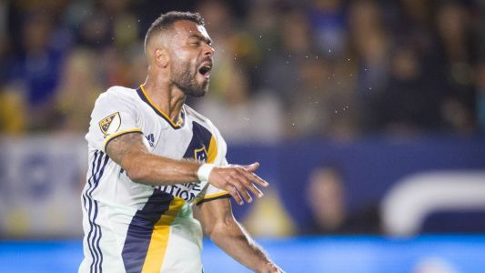 Cole returns to LA Galaxy on one-year deal