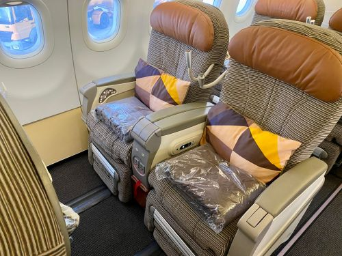 I flew on a 3-hour Etihad A320 regional flight, and it didn't even compare to the airline's opulent long-distance ones