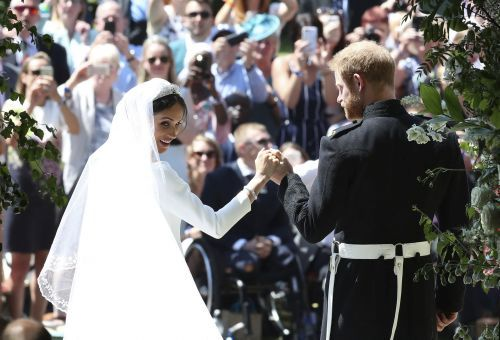 Here are the first photos of Prince Harry and Meghan Markle as a married couple