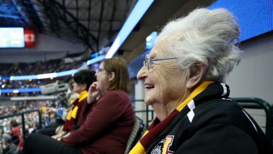 March Madness 2018: Loyola-Chicago wearing 'Air Sister Jeans' for Elite 8