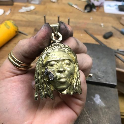 A student paid her uni fees by making a necklace for Lil Wayne