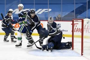 Jets beat Canucks 5-2 to earn split of two-game series