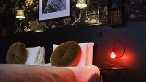 A free room at Hotel Bellora against non-use of phones