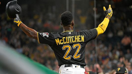 MLB hot stove: Phillies agree to sign OF Andrew McCutchen to 3-year deal, reports say