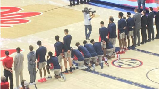 Ole Miss basketball players kneel during national anthem amid pro-Confederate march
