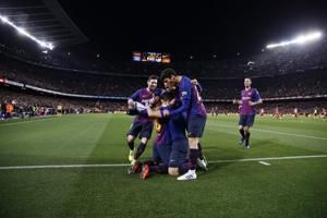 Barcelona takes 11-point lead with 2-0 win v 10-man Atletico