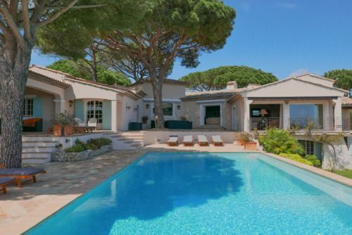 Gracious Provençal Villa Overlooking the Bay of St TropezLocated