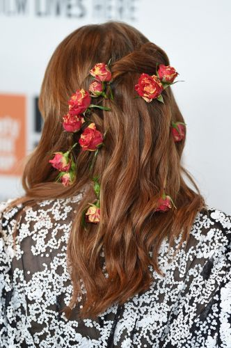 How to Re-Create Emma Stone's Beyond-Pretty, Flower-Braided Hair