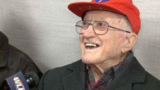 'I served with honor': 95-year-old WWII veteran from Louisville helps lead parade