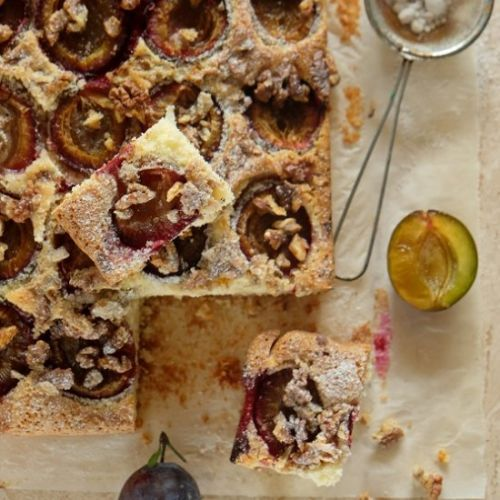 Tea cake with plums and hazelnuts