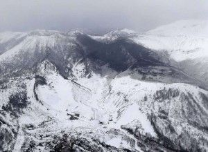 Volcanic eruption and an avalanche near ski resort of Tokyo made several tourists injured
