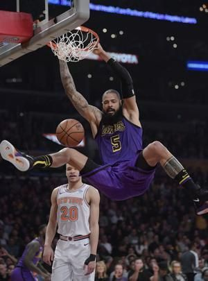 Knicks snap 8-game skid with 119-112 win over Lakers
