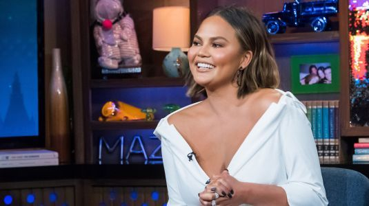 Chrissy Teigen Shows Off Her Thigh Hives On Twitter, Giving The People What They Want