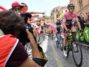 Bennett wins 12th stage, Yates maintains Giro lead