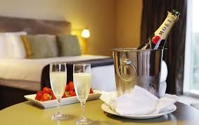Never use ice bucket in the hotel room - here is why