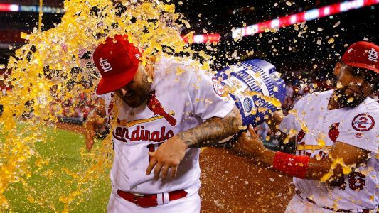 MLB wrap: Cardinals keep pace in wild-card race with comeback win over Giants