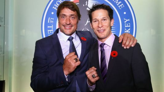 Selanne, Kariya honor one another in Hockey Hall of Fame induction ceremony