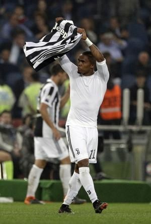 Brazil's Douglas Costa injured but will be fit for World Cup