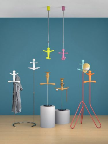 "Pendant-Like Hanger ""Kuklovod"" Fits Neatly Into Small Spaces"