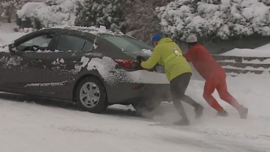 Video: NH runners help driver stuck in snow
