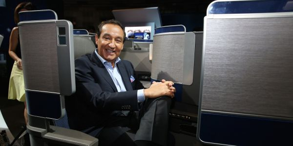 United Airlines rises after announcing CEO Oscar Munoz will step down