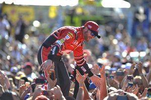 Earnhardt wins most popular for 15th year