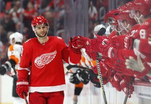 Red Wings beat Flyers 5-4 in shootout to halt 10-game skid