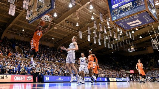 Syracuse fan backs up pledge, gives $175K to kids after Duke upset
