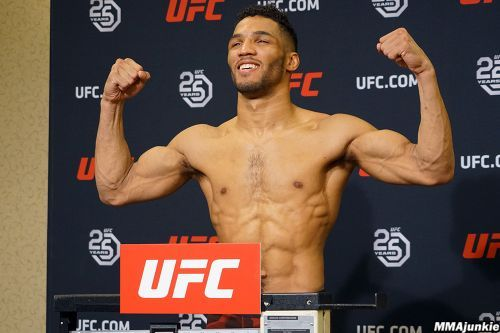 UFC on FOX 31 official weigh-in video highlights, photos in Milwaukee