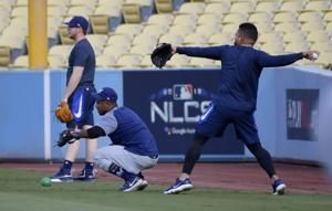 Gusty winds sweep Dodger Stadium for Game 3 of NLCS