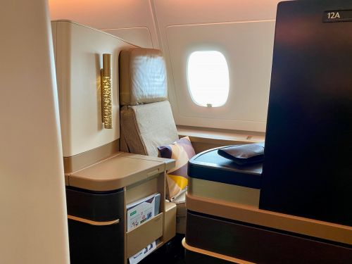 After 15 hours in business class on the soon-to-be-extinct Airbus A380 with Etihad, I fully understand how both got their glitzy, luxurious reputation