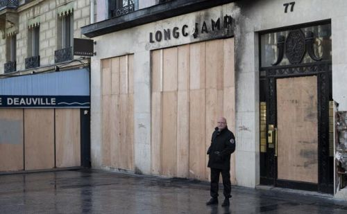 Luxury stores in Paris vandalized by violent protestors
