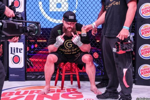 Roy Nelson has two fingers to let you know what he thinks of Matt Mitrione's Bellator 194 win