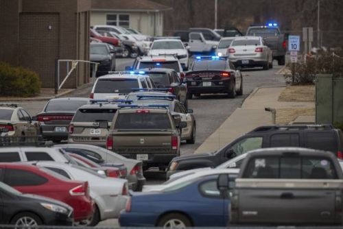 One dead, seven hospitalized from Kentucky high school shooting, suspect apprehended by police