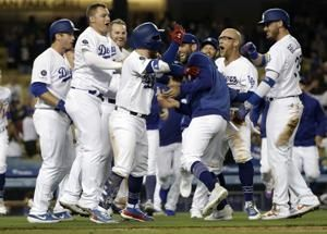 Dodgers rally for 4 in 9th off Díaz to defeat Mets 9-8