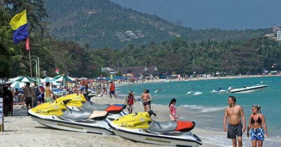 Safety warning issued to Chinese tourists after drownings in Thailand