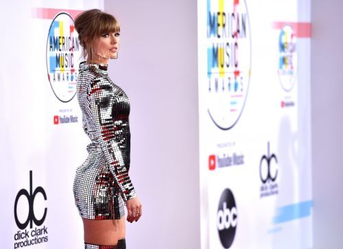 The best red carpet looks from the 2018 American Music Awards