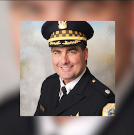 Off-duty Chicago police officer fatally shot at downtown building