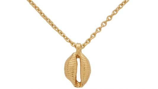 Maria Wants to Get in on the Seashell Jewelry Trend With This Gold Necklace