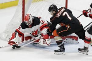 Sprong, Getzlaf lead Ducks past Devils 6-5 in shootout