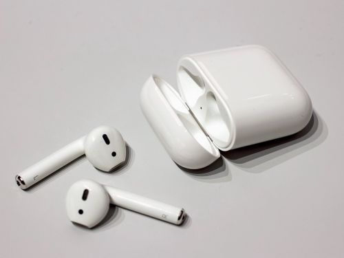 Apple's totally wireless Airpods are full of compromises, but here's why I use them every day
