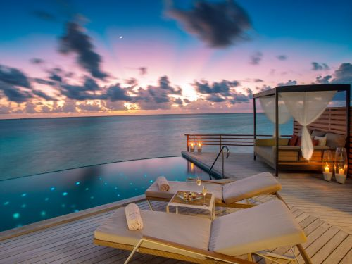 A private island in the Maldives was just named the world's most romantic resort for the 7th year in a row. Here's a look inside the resort