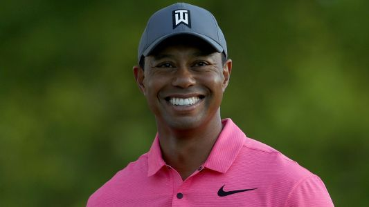 Tiger Woods takes time to greet fans at Wells Fargo Championship