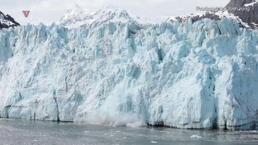 Chunk of ice four times the size of Manhattan breaks off of Antarctic glacier