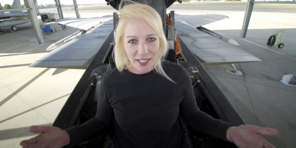 A former Air Force fighter pilot gives you a tour of an upgraded F-15 cockpit
