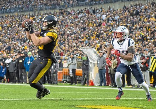 Steelers in tight game with Patriots at Heinz Field