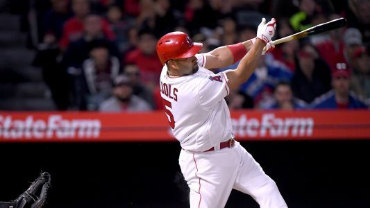 Albert Pujols placed on 10-day DL with left knee inflammation
