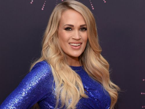 Carrie Underwood serenaded unsuspecting customers at a boot shop in Nashville, and their reactions were priceless