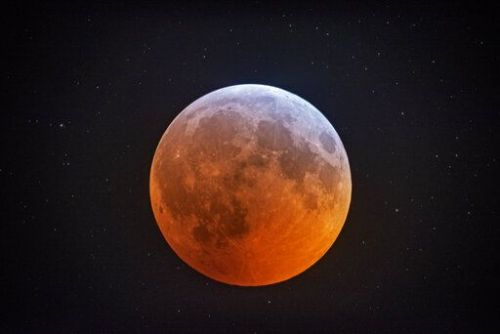 Total lunar eclipse comes with supermoon bonus