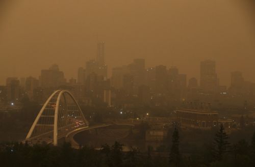 It looks like the end of the world: Jaw-dropping photos of the smoke choking Western Canada